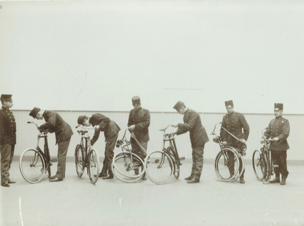 demonstratie legerfietsen ca. 1913